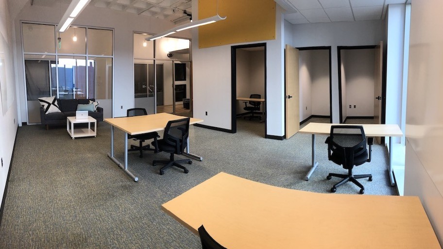 AU @Main #212 | 618 sqft | 8 desks