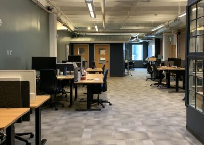 AU @Main #218 | 1990 sqft | 24+ desks